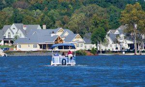 Cruising on Lake Wylie at McLean